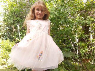 🌺🌻🌼🌷🏵🌹🌸⚘ Η Άνοιξη μπήκε για τα καλά και για να την καλωσορίσουμε φορέσαμε το φορεματάκι μας και βγήκαμε έξω να την απολαύσουμε. Ένα από τα αγαπημένα παιχνίδια της Νεφέλης είναι να ντύνεται και να υποδύεται τις αγαπημένες της πριγκίπισσες. Σε ευχαριστούμε @mystorecycom για το υπέροχο πριγκιπικό φόρεμα. Καλό μήνα! 🌸🌼🌸