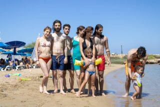 Όταν προσπαθείς να βγάλεις οικογενειακή φωτογραφία και η μικρούλα το βάζει στα πόδια. #mynameismomcy#familyiseverything#summervibes#cyprus